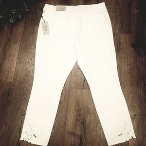 NYDJ Jeans - NWT NYDJ Alina Ankle Jeans with Applique White
